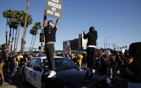美国发生了示威者对峙事件