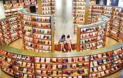 """仔细观察,很多""""高颜值""""书店只是设计美,并没有提供给读者应有的阅读图片"""