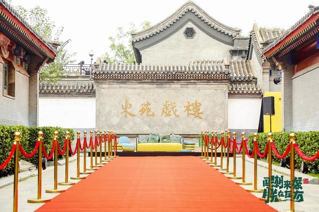 坐上《千里江山图》款沙发是什么体验?故宫宫廷文化发布联名新品