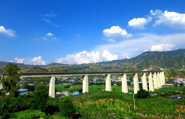 客運時間縮短一半 成昆鐵路攀枝花南至廣通段通車