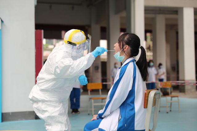 广州高三初三返校师生开始测核酸