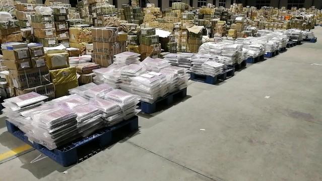 山东财经大学为近2万名学生邮寄教材8万余册