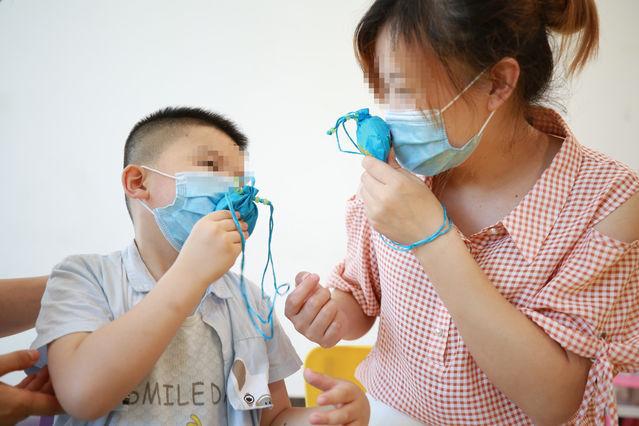 西安孤独症儿童自制中药香囊迎端午