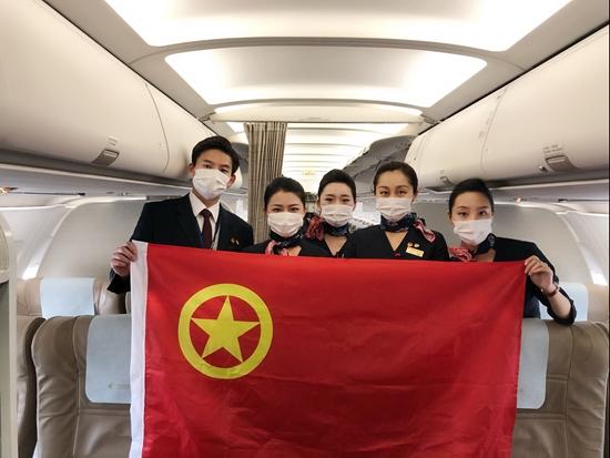 """【张坤中国青年报】_在万米高空的防疫战线捍卫""""青年勋章"""""""