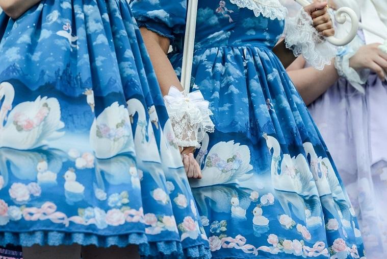 女孩穿山寨Lolita裙遭辱骂 媒体:买件好看衣服而已