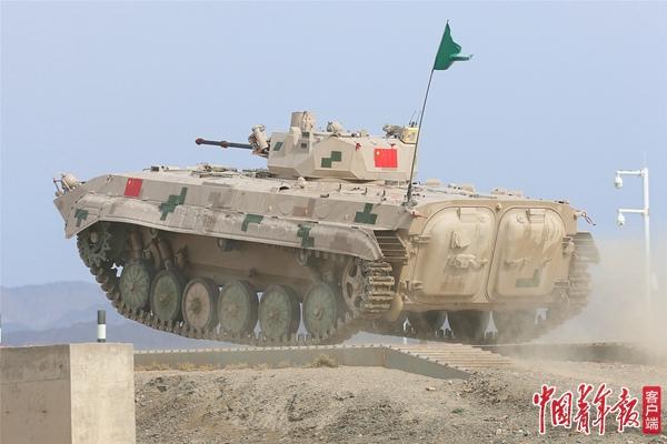 """圆满收官!中国队获国际军事比赛""""苏沃洛夫突击""""接力赛第一名"""