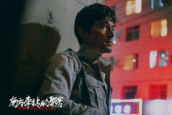 胡歌正面PK巩俐影迷相约住进电影院